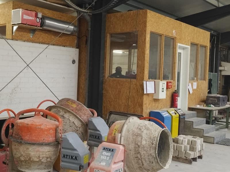 DustBox Überdruckschutzbelüftung in Meisterbüro in Ausbildungshalle