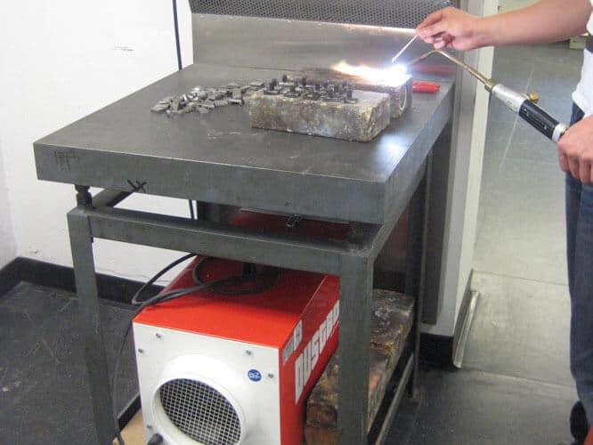 DustBox 1000 zur Absaugung von Schweißrauch beim Autogenschweißen